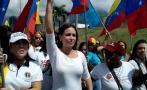 Caracas: Mujeres marchan contra la paralización del revocatorio