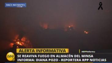 Bomberos confirman que fuego se reavivó en fábrica y almacén