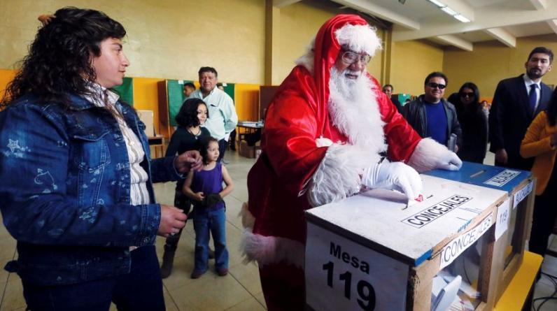 Los chilenos acuden el domingo para sufragar en unas elecciones municipales marcada por una alta abstención. (Foto: Reuters)