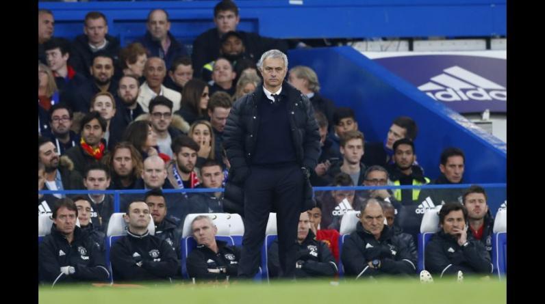 José Mourinho retornó a Stamford Bridge: sonrisas, gestos y derrota. (Foto: AP/AFP)