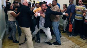 Así asaltaron los chavistas el Parlamento de Venezuela