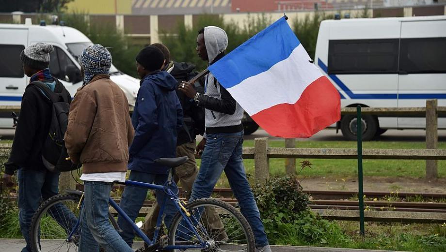 Las imágenes del desalojo de miles de refugiados de Calais