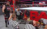 WWE: Seth Rollins venció a Owens y Jericho pero recibió paliza