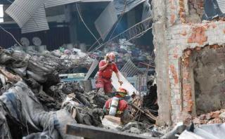 Policías y fiscales recogen pruebas en fábrica de El Agustino