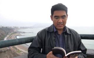 """Miguel Ruiz Effio lee un cuento de """"La carne en el asador"""""""