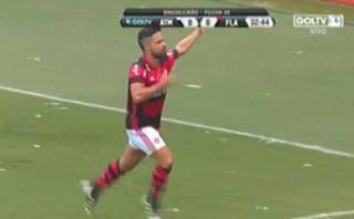 Paolo Guerrero dio pase gol con la cabeza en Flamengo-Mineiro