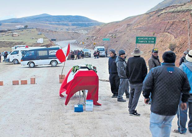 Desde el 14 de octubre, la vía principal que conduce a la mina Las Bambas está bloqueada y el tránsito está restringido. (Miguel Neyra / El Comercio)