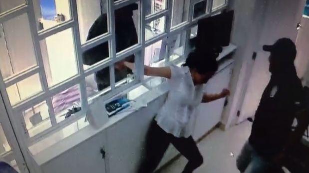 Joven mexicana mostró en video cómo fue asaltada en tienda