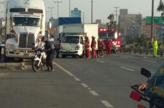 Panamericana Sur: choque entre cinco vehículos bloqueó la vía