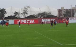 Perú entrenó con extranjeros pensando en partido ante Paraguay