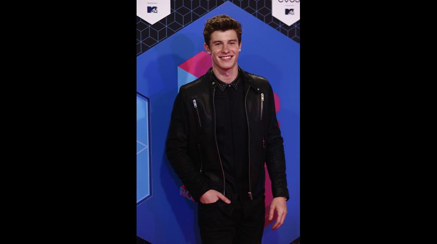 Shawn Mendes en la alfombra roja de los MTV Europe Music Awards, los MTV EMA 2016, en Rotterdam. (Foto: AFP)