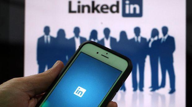 Así se busca empleo en LinkedIn sin que tu jefe lo sepa