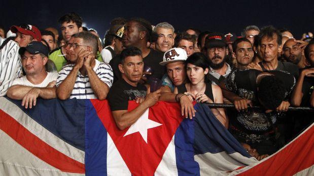 HAB101 LA HABANA (CUBA) 25/03/2016.- Seguidores de la banda brit?nica de rock The Rolling Stones asisten hoy, viernes 25 de marzo de 2016, en La Habana (Cuba) al concierto gratuito ofrecido por la agrupaci?n al pueblo cubano. EFE/Ernesto Mastrascusa