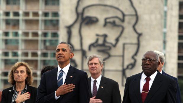 HAB30. LA HABANA (CUBA) 21/03/16.- El presidente de Estados Unidos Barack Obama durante la colocaci?n de la ofrenda floral ante el monumento del pr?cer cubano Jos? Mart? hoy, lunes 21 de marzo de 2016, en la Plaza de la Revoluci?n en La Habana (Cuba). EFE/ALEJANDRO ERNESTO
