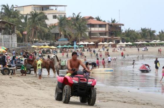 Piura: con letreros intentan ordenar la playa de Máncora