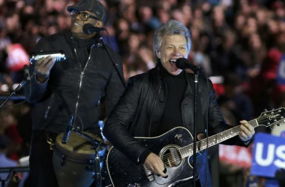 Desde Bon Jovi hasta los Obama: Así cerró su campaña Clinton