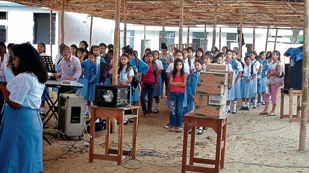 En Piura, alumnas del colegio Fátima estudian en aula temporales. (Cutivalú)