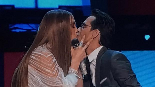 Grammy: el beso de Marc Anthony y J.Lo tras emotivas palabras