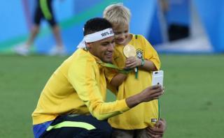 Neymar no se separa de su hijo ni cuando entrena: mira el video