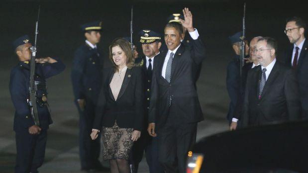 Obama fue recibido por la vicepresidenta Mercedes Aráoz. (Foto: AP)