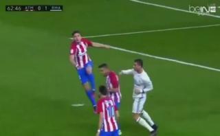 ¿Cristiano Ronaldo intentó golpear a Koke en el derbi español?