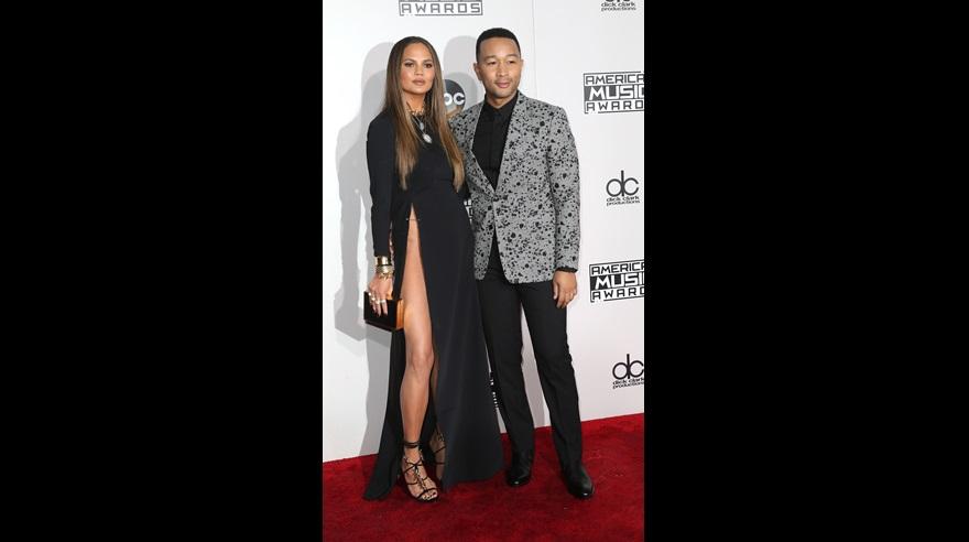 Chrissy Teigen y John Legend en la edición 2016 de los American Music Awards. (Foto: AFP)