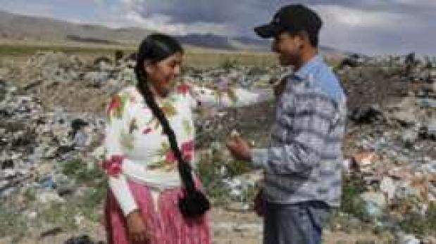 Esteban Quispe, el boliviano que fabrica robots con desechos