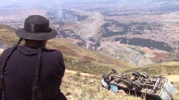 Huancayo: caída de camión a abismo deja un muerto y 3 heridos