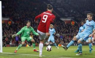 Ibrahimovic generó gol del Manchester sin ángulo de remate