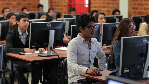 Ofrecen más de 2 mil becas para estudios en Perú y extranjero