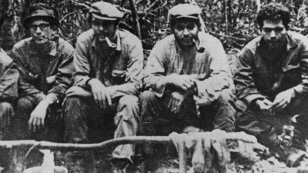 El envío del Che Guevara (en la foto, segundo de izquierda a derecha) a Bolivia fue uno de esos tiros que le salieron por la culata a Fidel. (Foto: Getty Images)