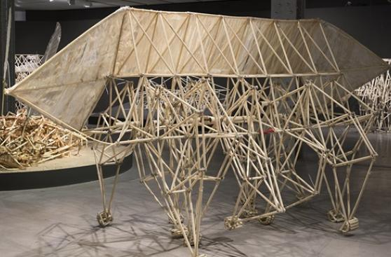 Theo Jansen, el Leonardo da Vinci del siglo XXI, llega a Lima