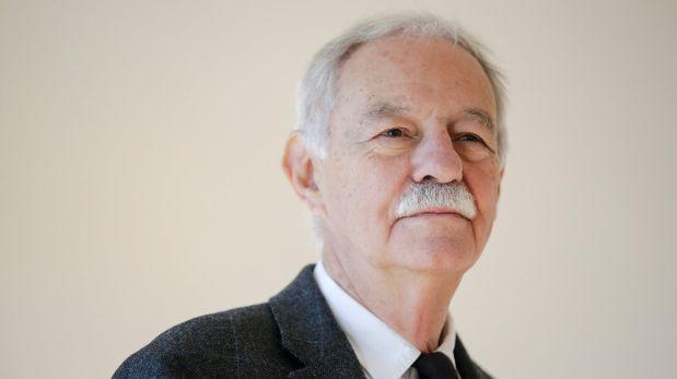 Escritor español Eduardo Mendoza ganó el Premio Cervantes 2016