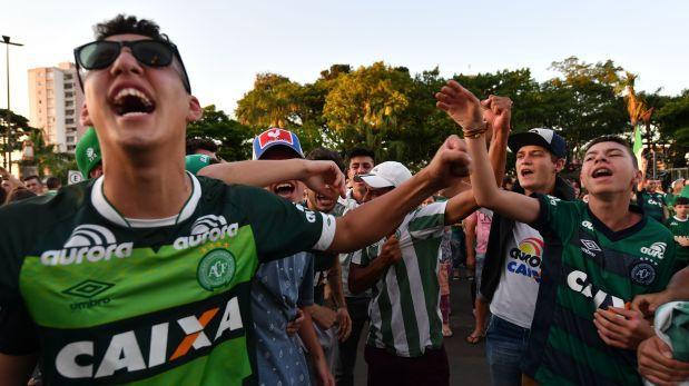 Club Chapecoense evalúa denunciar a aerolínea por tragedia