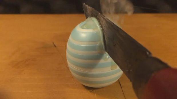 El placer de cortar objetos con un cuchillo caliente [VIDEO]