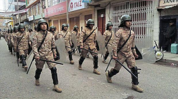 Militares resguardan Puno tras violenta protesta