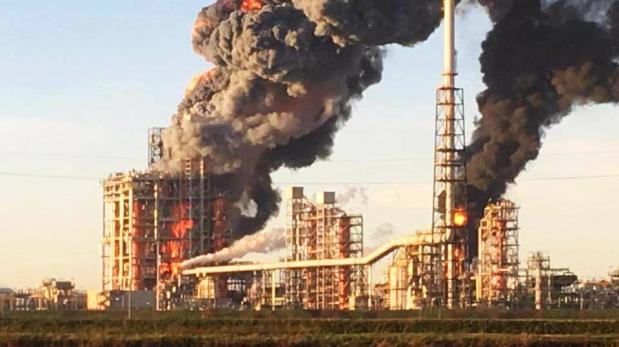 Italia: Explosión en refinería petrolera de Pavia [VIDEO]