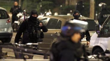 París: Asaltante fugó de toma de rehenes en agencia de viajes
