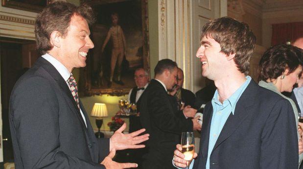 Tony Blair y Noel Gallagher en una fiesta organizada por el primero, en 1997 (Foto: PA)