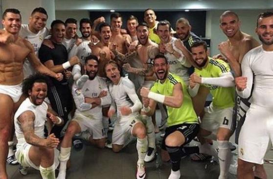 Real Madrid festejó empate en clásico con foto en el vestuario