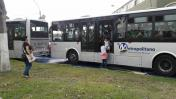 Pasajeros se bajaron de buses para llegar a sus destinos a pie [FOTOS]