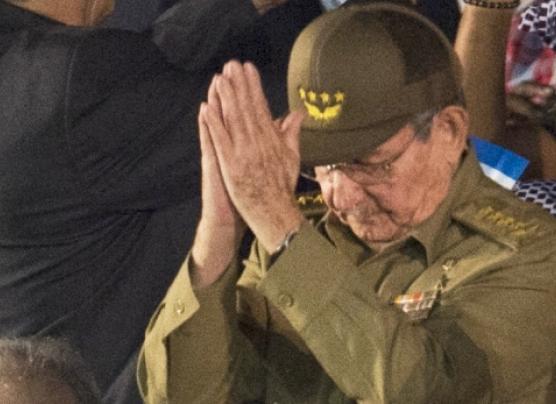 """Raúl Castro prohibirá """"culto a la personalidad"""" de Fidel"""