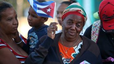 Lágrimas y dolor en recorrido final de Fidel Castro en Cuba