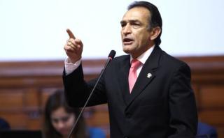Fujimorista Héctor Becerril señaló que ninguno de sus colegas de bancada se va a dejar intimidar ante decisiones del Ejecutivo. (Foto: Congreso)