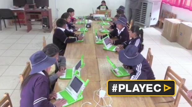 En algunas escuelas de esta zona de Huancavelica ya no se usan pizarra o tizas. (EFE)