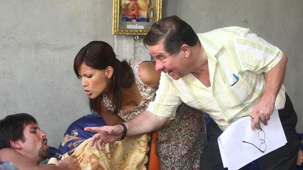 Efraín Aguilar dirigiendo a Laszlo Kovacs y Mónica Sánchez en