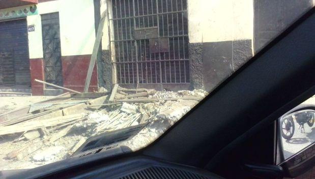El balcón de una vivienda colapsó en el Rímac. (Foto: WhatsApp)