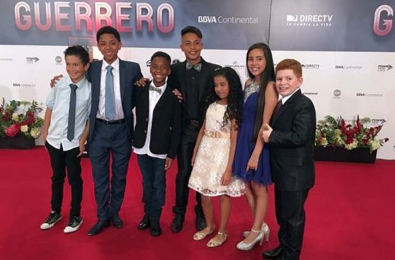 Figuras asistieron al avant premiere de filme de Paolo Guerrero