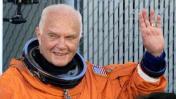 Muere John Glenn, primer estadounidense en orbitar el planeta
