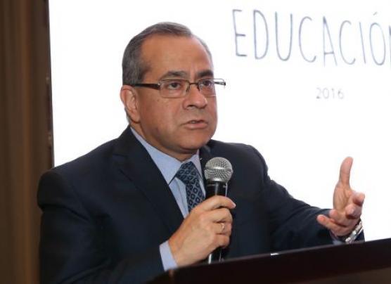 Tras moción de censura, Saavedra ratifica que no renunciará